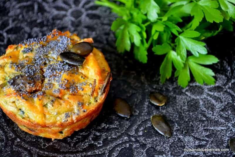 Yogi Mohn Muffins mit Kräuter Hummus
