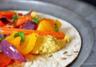 Ofengemüse mit Möhren und Hummus