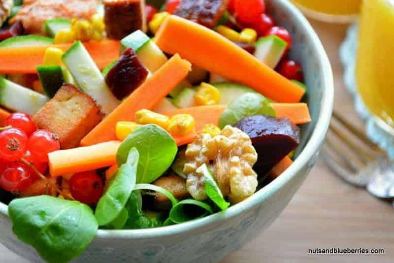 Walnuss Tofu Salat mit Currymais