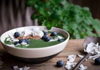 Grüne Antioxidant Smoothie-Bowl