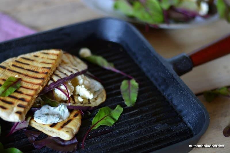 Auberginen-Feta-Sandwich mit Petersilien Mayonnaise