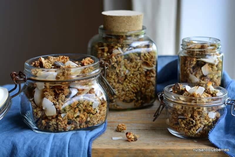 Müsli und Granola als einfache, schnelle, gesunde Frühstücksalternative