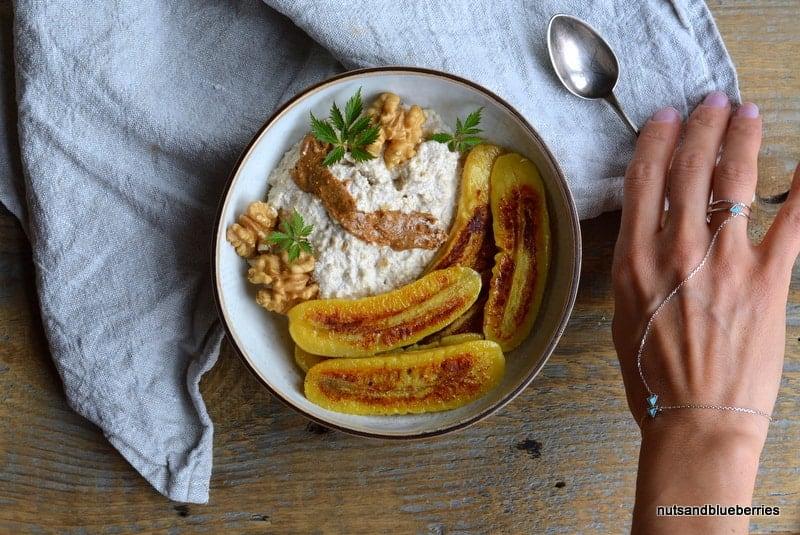 Walnuss Hafercreme mit gebratener Banane