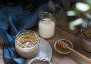 Cremiger Vanilla Chia Samen Pudding mit gebratener Banane