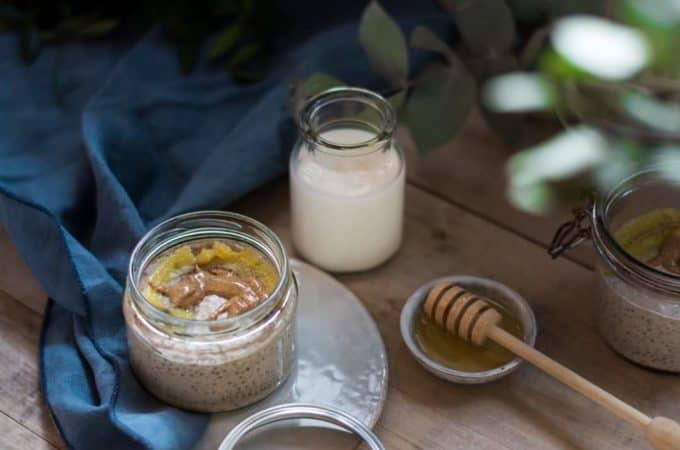 Cremiger Vanilla Chia Pudding mit gebratener Banane