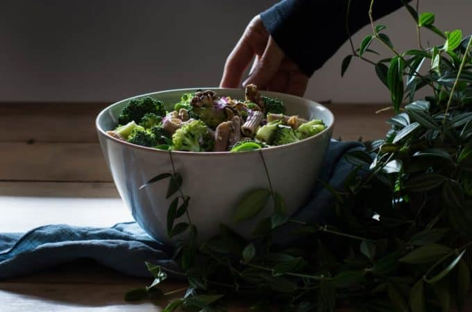 Brokkoli Salat mit gerösteten Walnüssen