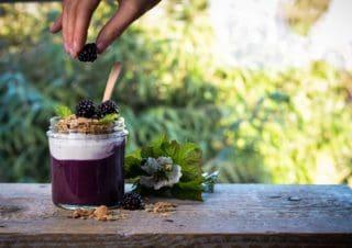 Acai Beerenmus mit Joghurt