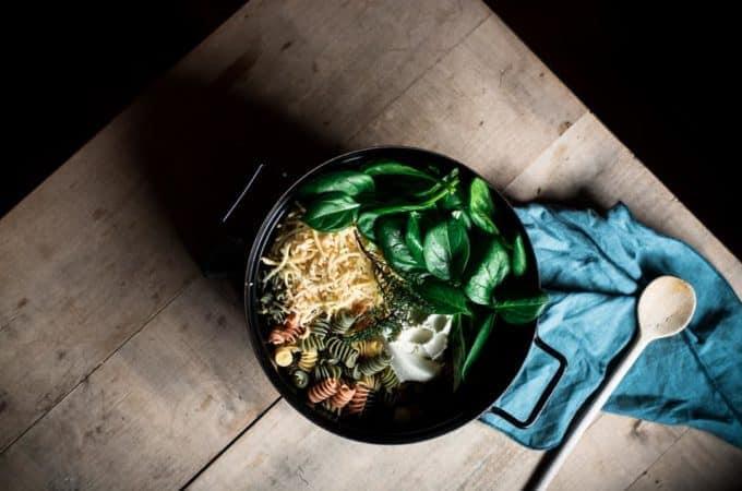 Cremige One Pot Pasta mit Käse und Spinat – alles aus einem Topf