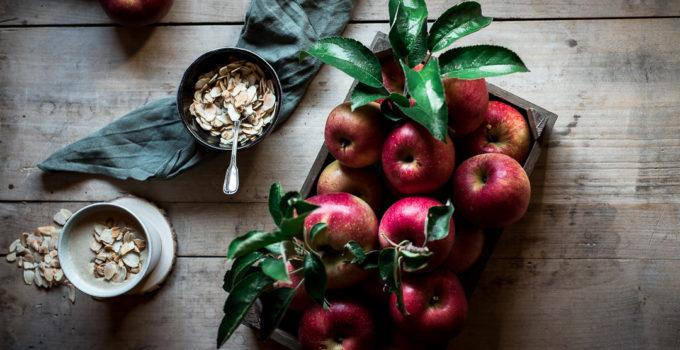 Warmer Apfel Smoothie mit gerösteten Mandelblättchen | Wärmend für den Herbst und Winter