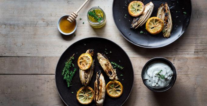 Gebratener Chicorée mit Roquefort-Thymian-Creme und Zitronen-Öl