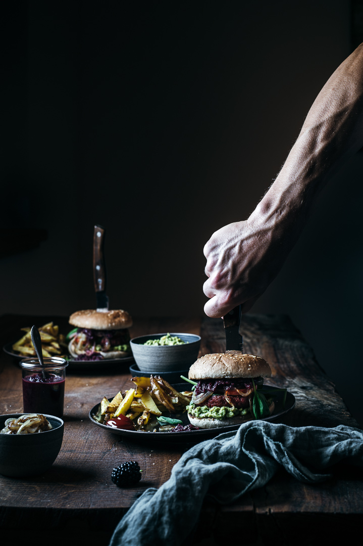 Veganer burger mit Chutney