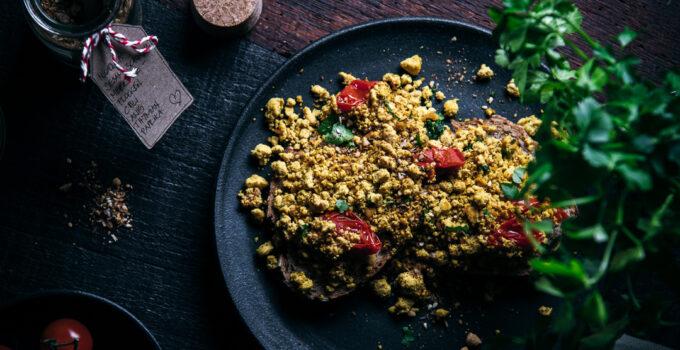 Scrambled Tofu (Rührtofu) | Würzig und in 5 Minuten auf dem Tisch